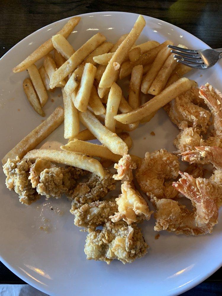 Lee's CK Seafood: 9675 Eagle Dr, Mont Belvieu, TX