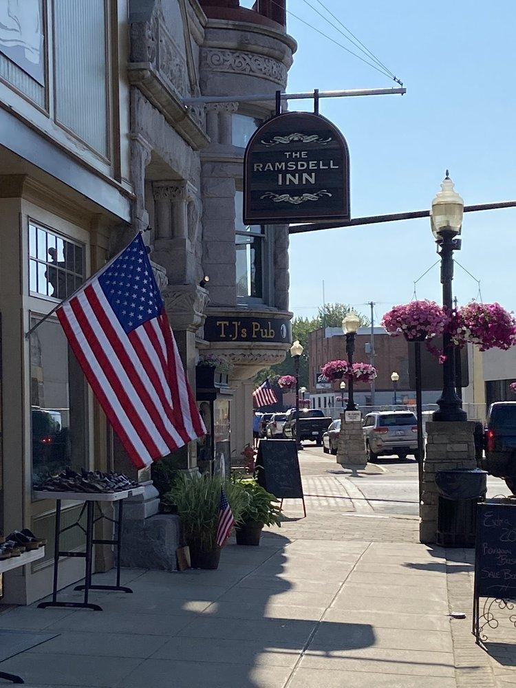 Ramsdell Inn: 399 River St, Manistee, MI