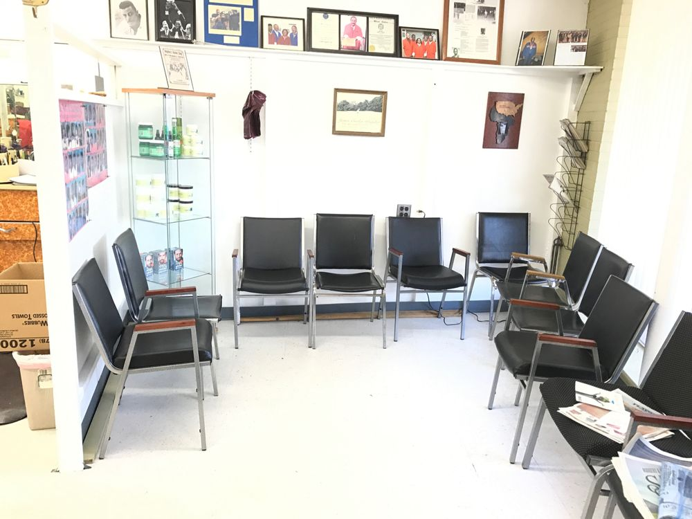 Captain's Chair: 808 Park Ave, Bloomfield, CT