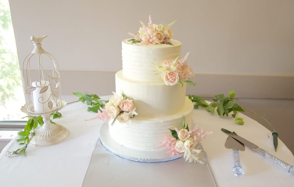 wedding cakes edmonton ab buttercream 3 tier wedding cake with fresh flowers yelp 24253