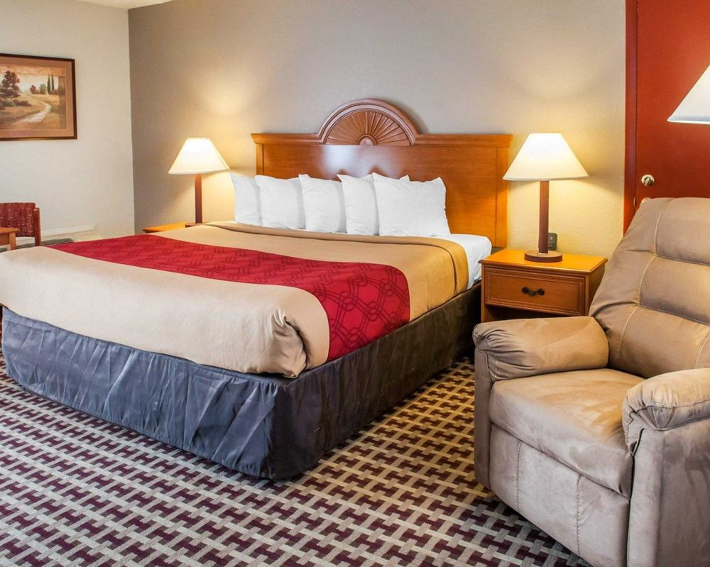 Econo Lodge Inn & Suites: 713 California St NW, Socorro, NM