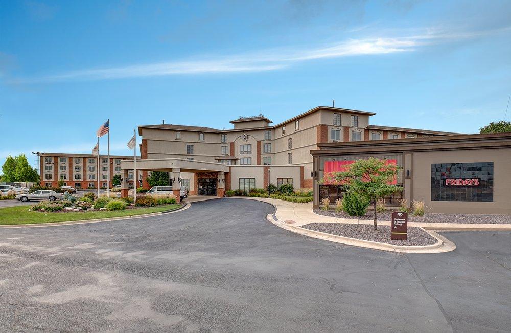 DoubleTree by Hilton Hotel Bloomington: 10 Brickyard Dr, Bloomington, IL