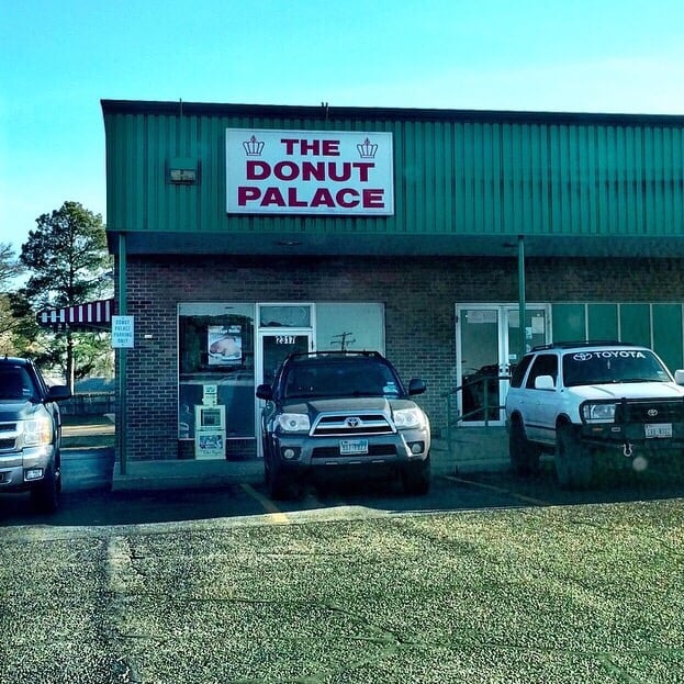 The donut palace donuts 2317 e se lp 323 tyler tx for Restaurants in tyler tx