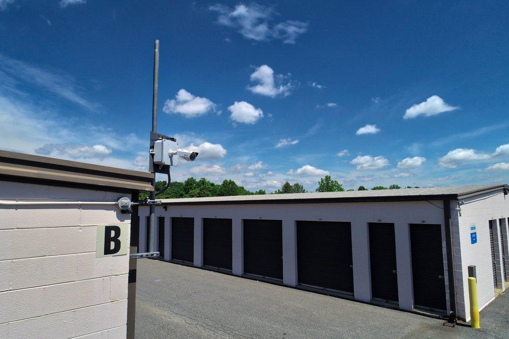 Charlottesville Self Storage: 1501 Avon St Ext, Charlottesville, VA