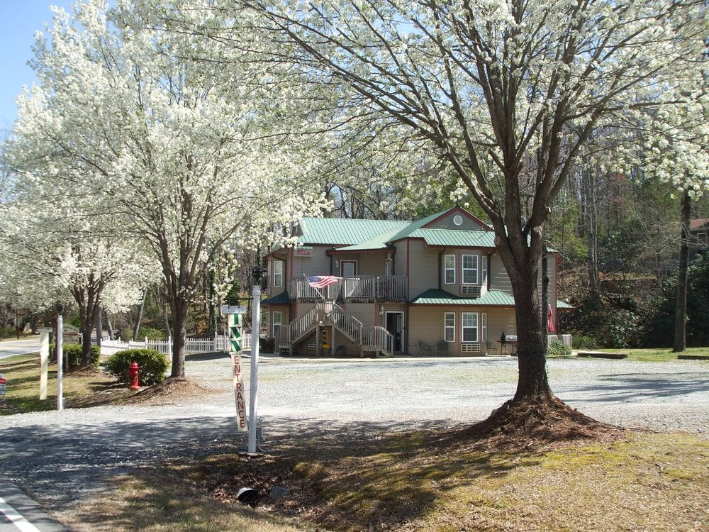 Willowbrook Inn of Lake Lure: 103 Resort Ln, Lake Lure, NC