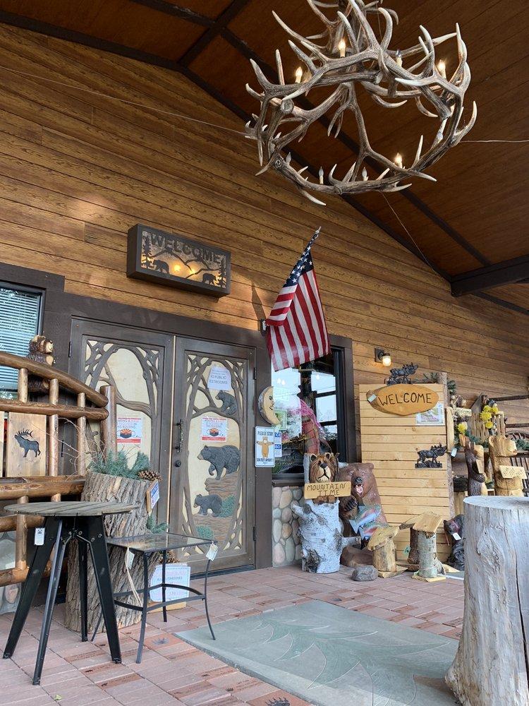 The Burly Bear: 1545 S Adair Dr, Pinetop, AZ
