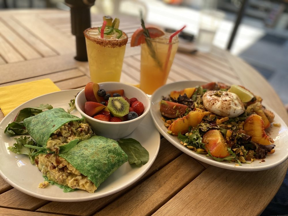 La Mo Cafe: 310 E Main St, Turlock, CA