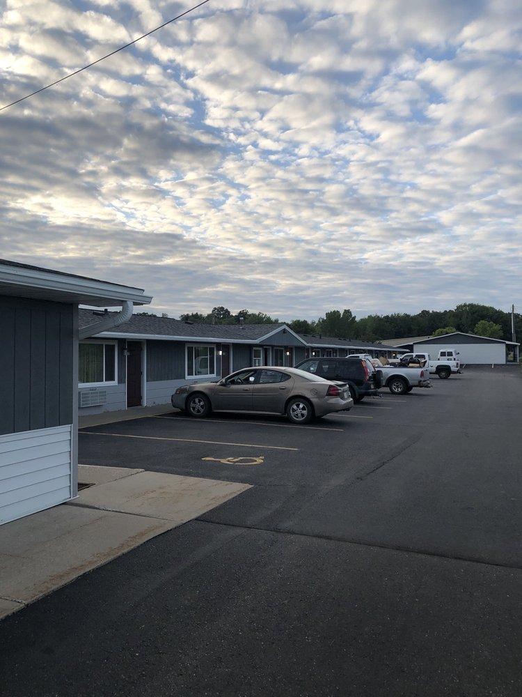 Neva-Jean Motel: 2301 W Veterans Pkwy, Marshfield, WI