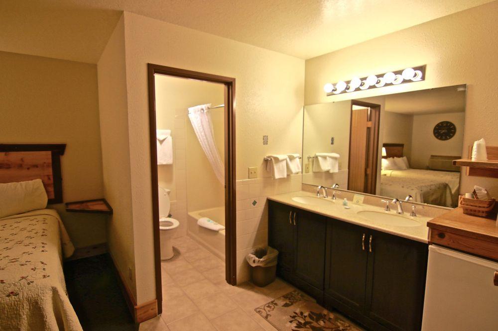 Yellowstone Village Inn and Suites: 1102 Scott St, Gardiner, MT