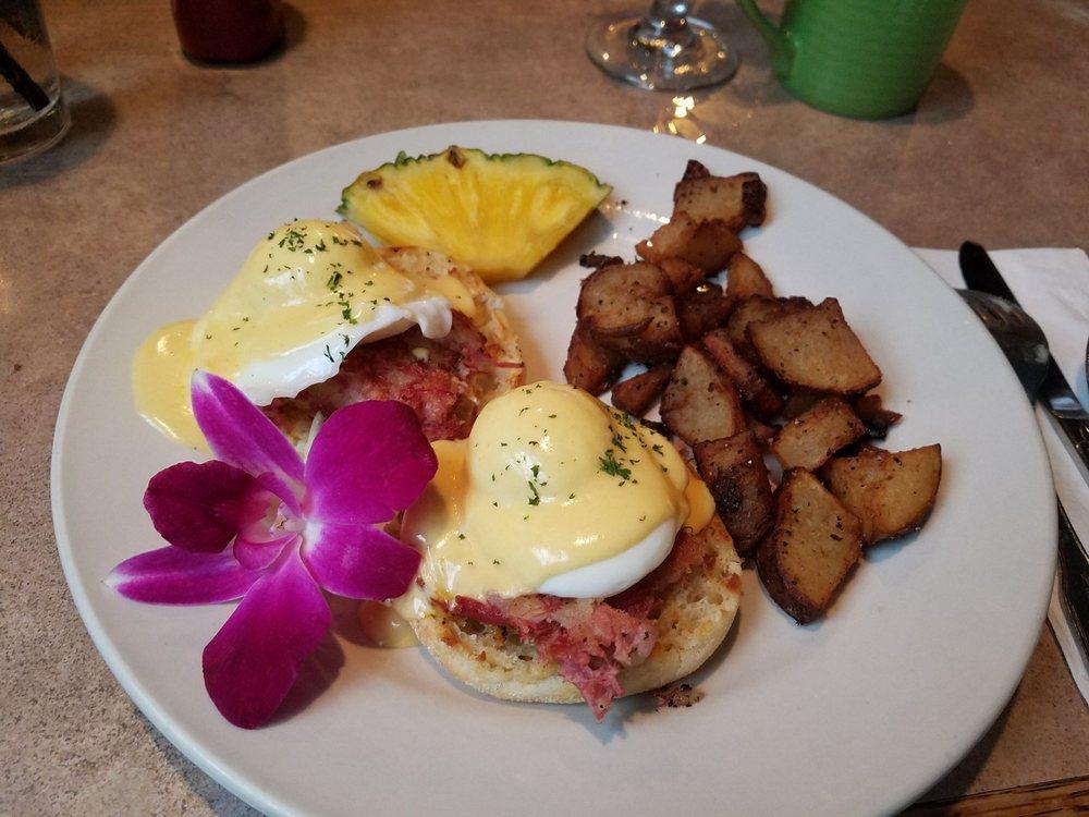Lisa's Cafe: 13331 Gulf Blvd, Madeira Beach, FL