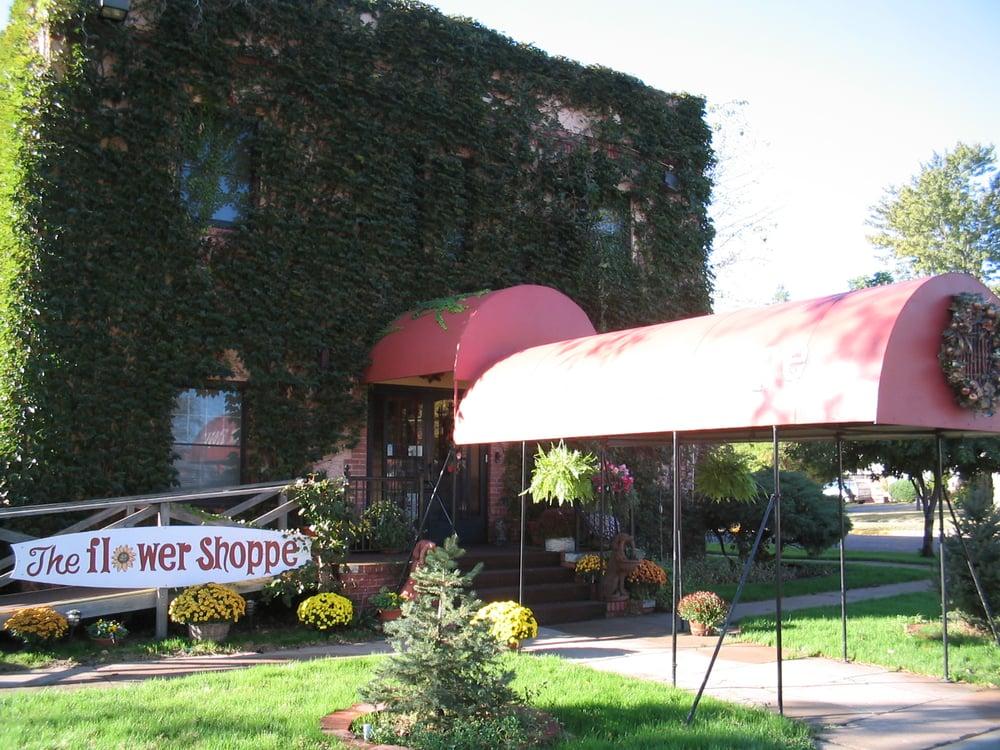 The Flower Shoppe: 201 E 4th St, Pratt, KS