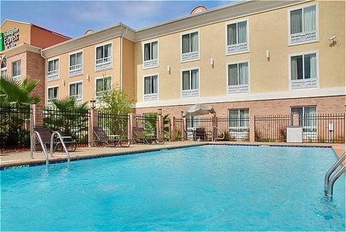 Holiday Inn Express & Suites Alexandria: 2340 N Macarthur Dr, Alexandria, LA
