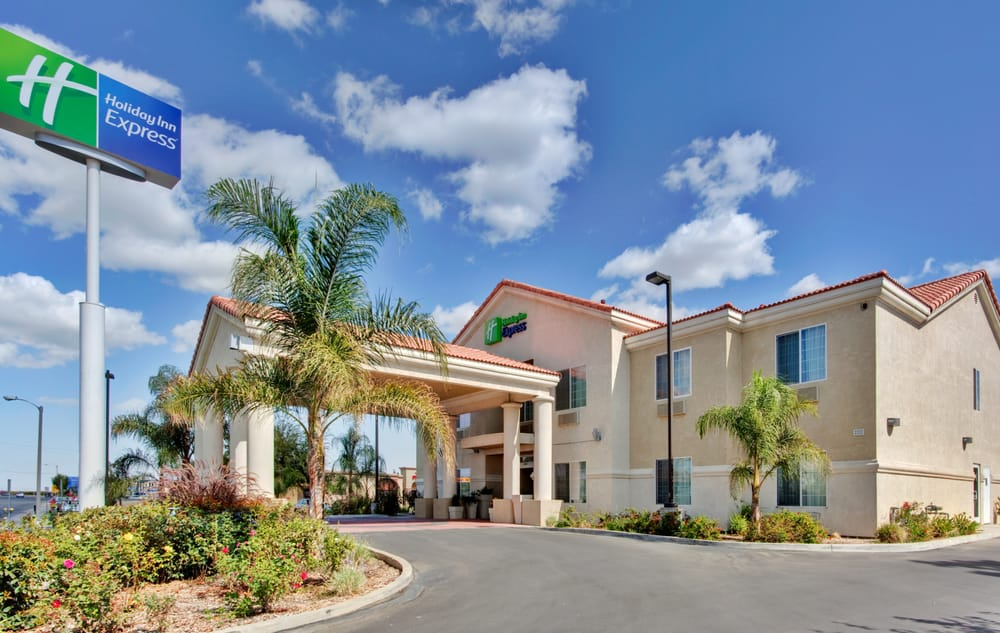 Holiday Inn Express Delano Hwy 99: 2222 Girard St, Delano, CA