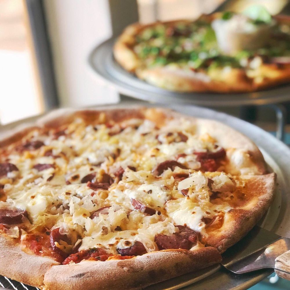 Z's Wood Fired Pizza: 118 Old San Antonio Rd, Boerne, TX