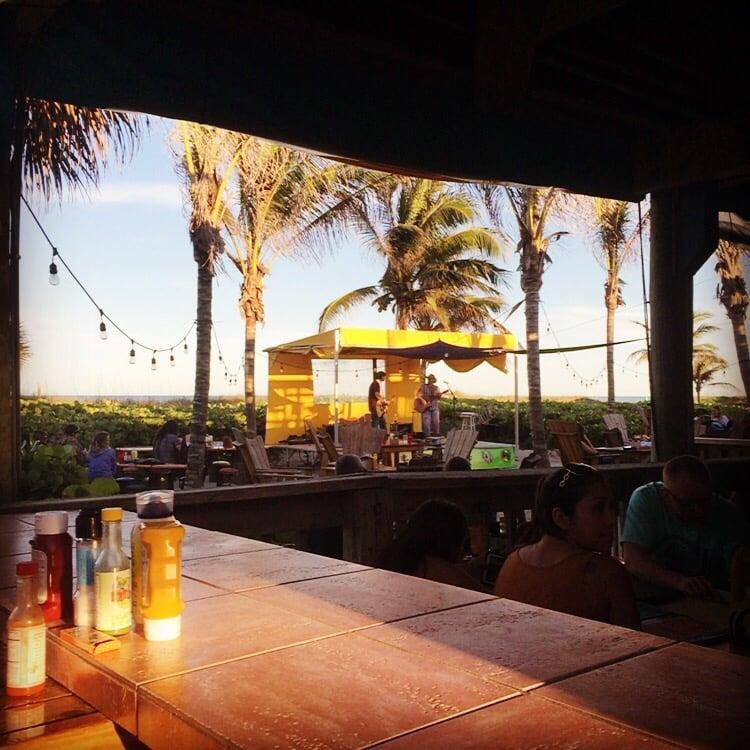 Mambos Beachside Bar & Grill