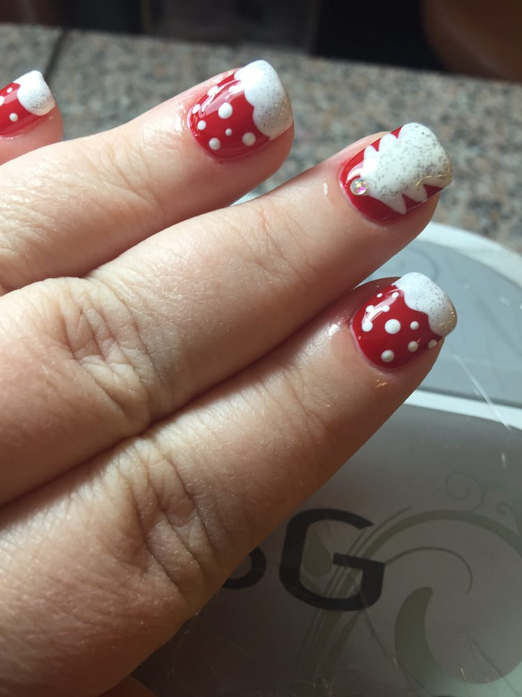 Perfect Christmas Nails by Kelly and Kim. Awesome Experience again ...