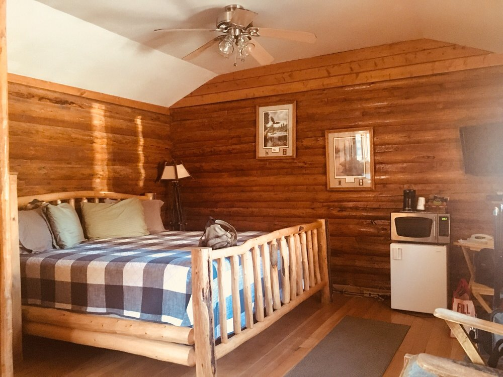 Twin Pines Lodge & Cabins: 218 W Ramshorn, Dubois, WY