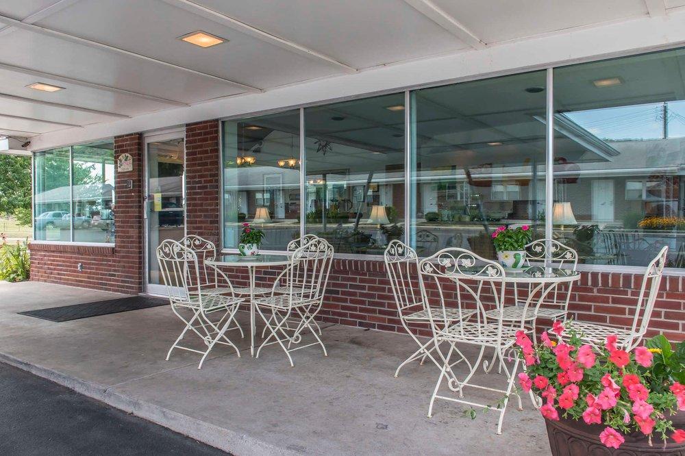 Quality Inn Breeze Manor: 16621 Lincoln Hwy, Breezewood, PA