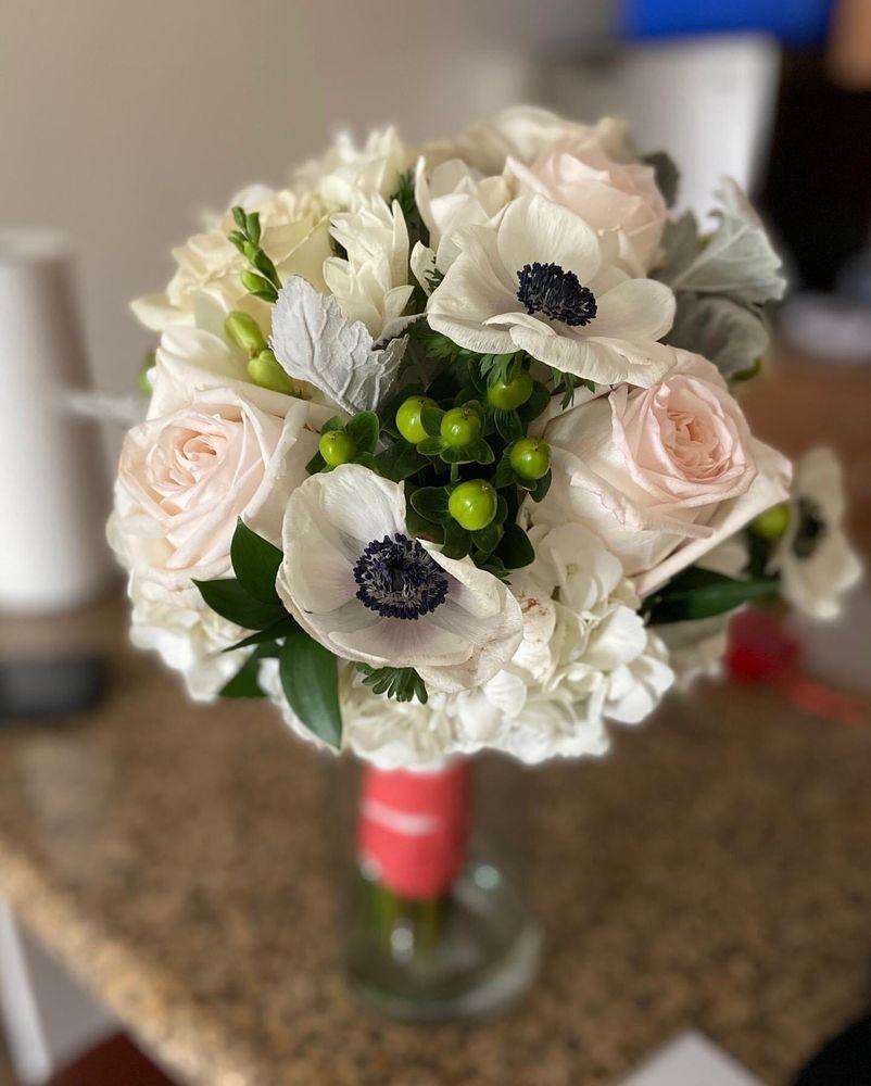 Judy's Village Flowers: 34 School St, Foxboro, MA