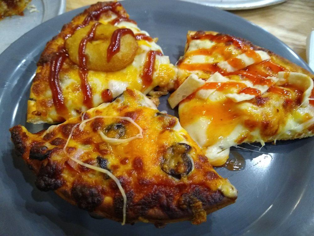 Chad's Pizza & Restaurant: 108 1st Ave W, Dyersville, IA