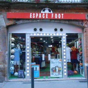 magasin de foot,Dans un magasin d u0026#039;articles de