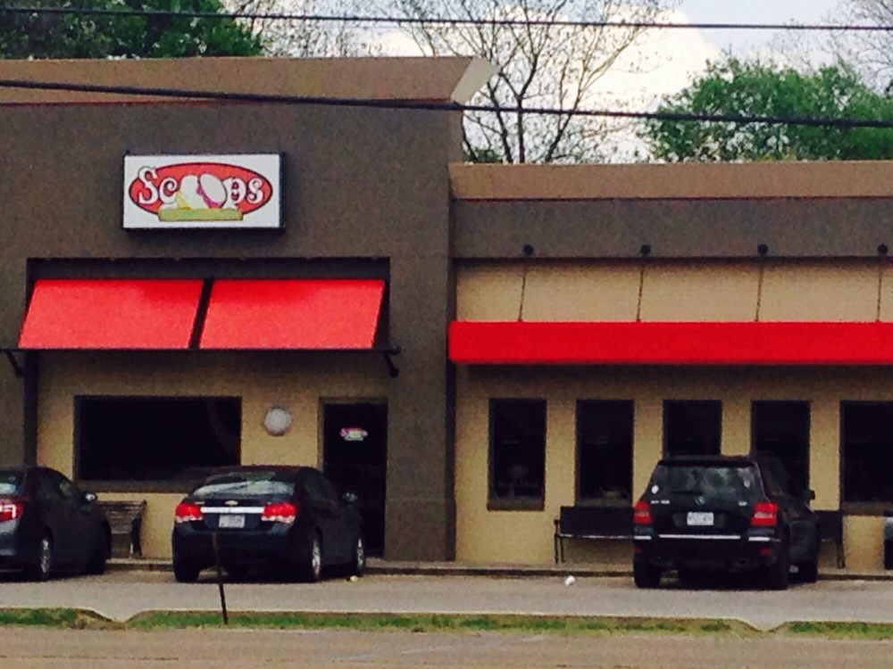 Scoops Ice Cream and Grille: 1512 Hwy 1 S, Greenville, MS