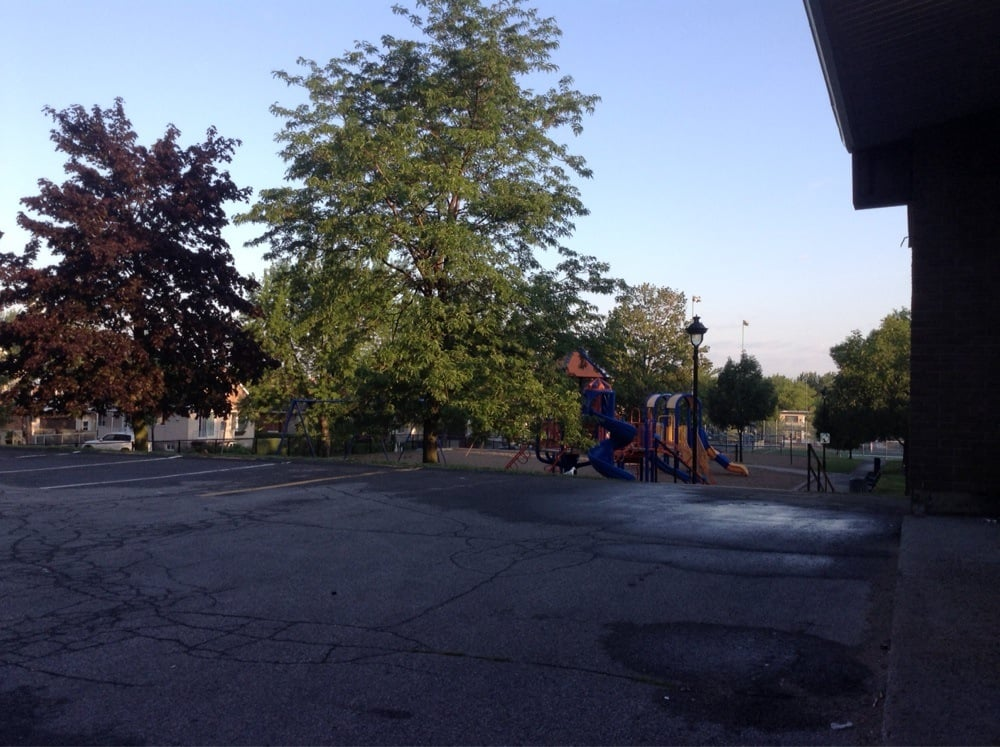 Parc ottawa parks rue lausanne ahuntsic cartierville for Club piscine ottawa ontario