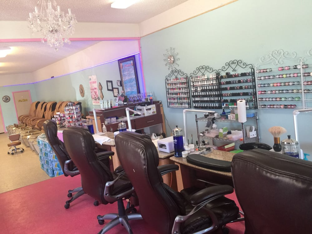 La Nails &Spa: 902 S Park Dr, Broken Bow, OK