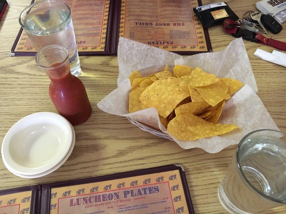 Mi Tierra Restaurant | 118 E 1st St, Hoisington, KS, 67544 | +1 (620) 292-6009