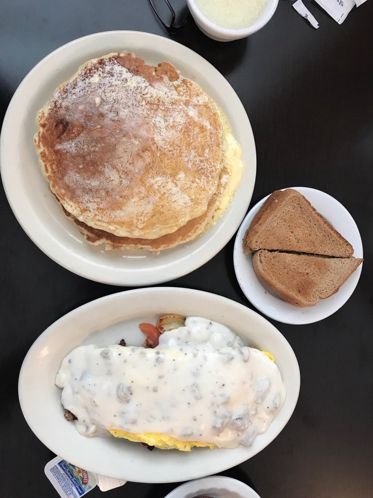 Candy's Diner: 21874 Old Valley Pike, Woodstock, VA