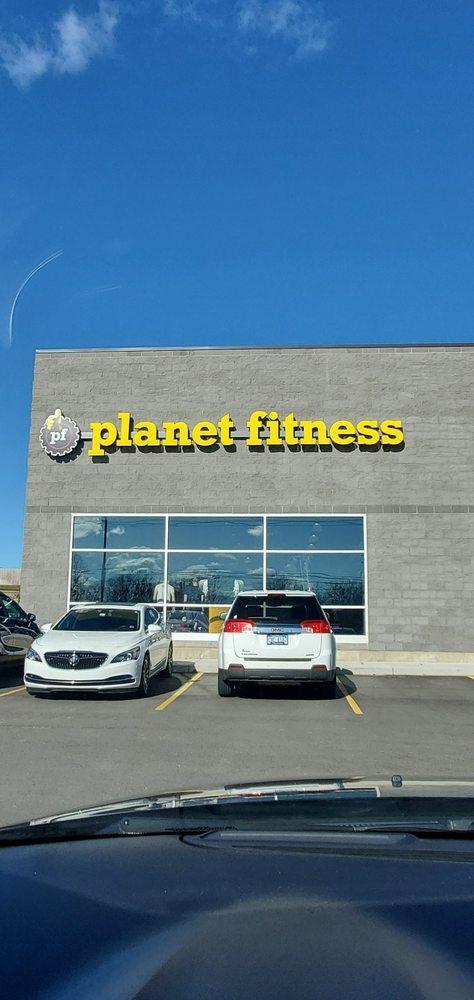 Planet Fitness: 4235 Alpine Ave NW, Comstock Park, MI