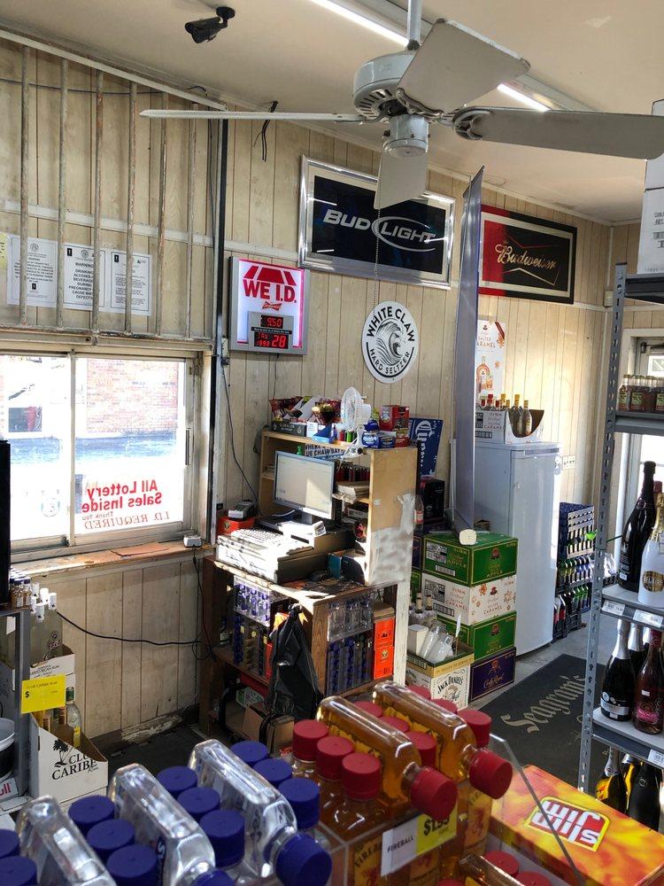 Downtown Beverage: 216 Jones St, Lavonia, GA