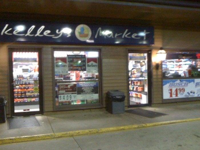 Cedarville Mobil: 10 S, Cedarville, IL