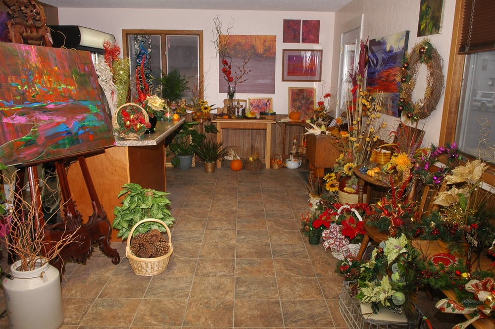 Art and Flowers: 21 N 7th St, Oakes, ND