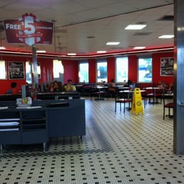 Steak n shake 18 fotos e 40 avalia es hamb rgueres for Steak n shake dining room hours