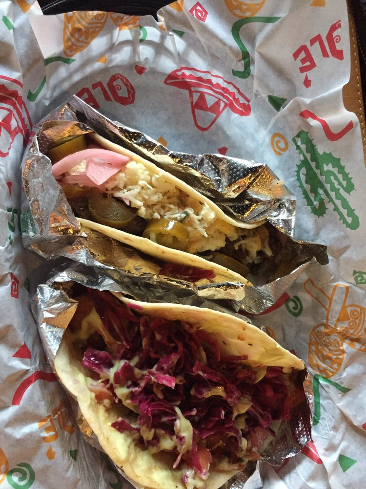 202 Hometown Tacos: 407 Lincoln Ave, Bellevue, PA