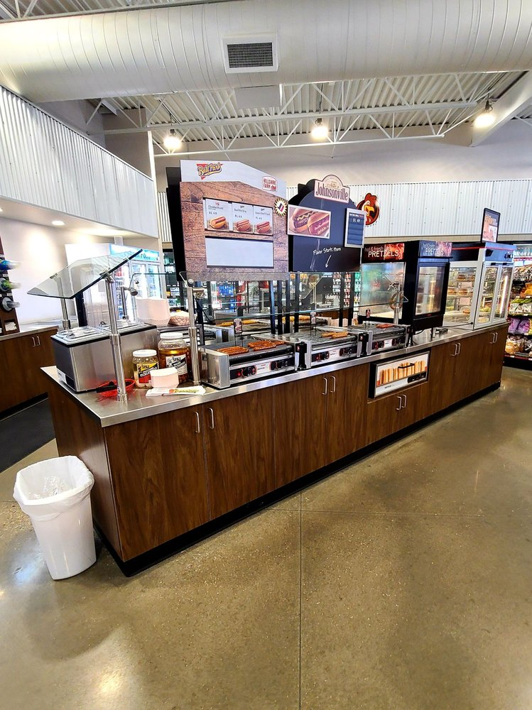 Bert's Travel Plaza: 1021 Poplar St, Wellsville, KS