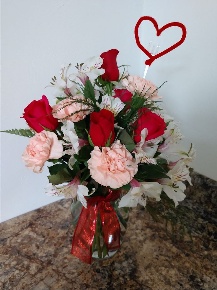Botetourt Florist: 1400A Roanoke Rd, Daleville, VA