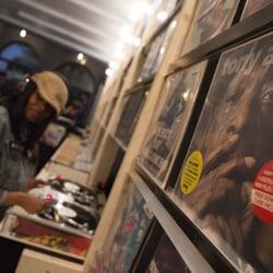 606 Records 11 Photos Amp 12 Reviews Vinyl Records