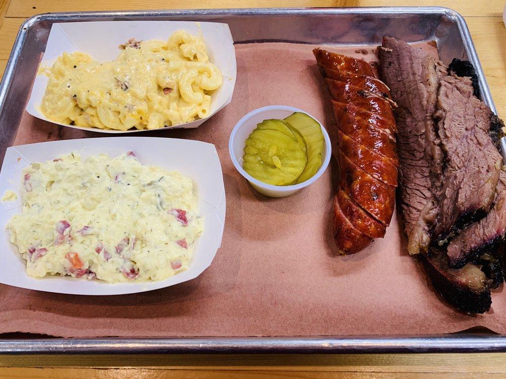 Big D Barbecue: 226 N Walnut Creek Dr, Mansfield, TX