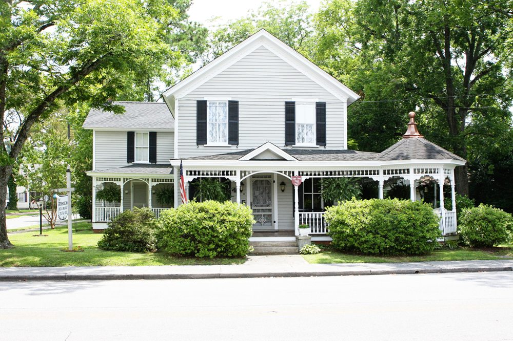 Brickhouse Inn: 415 Main St, Columbia, NC