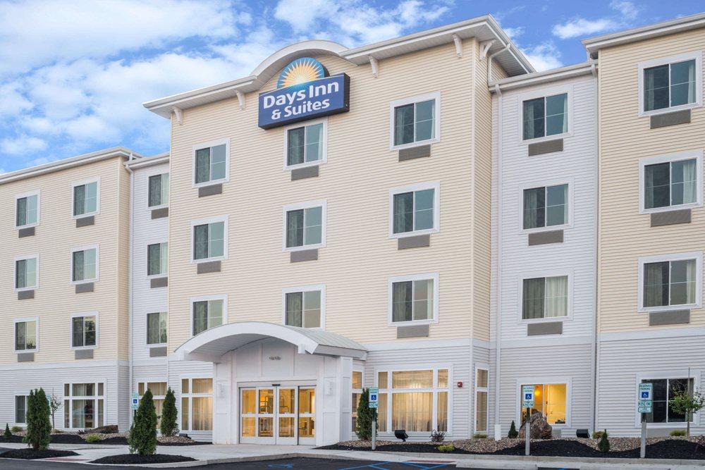 Days Inn by Wyndham Cadiz: 82460 Cadiz Jewett Road, Cadiz, OH