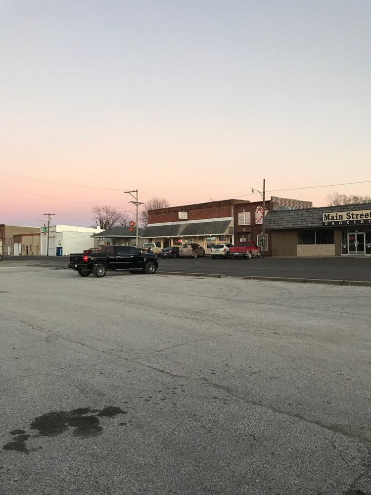 Deon's Bar & Grill: 137 Main St, Pilot Grove, MO