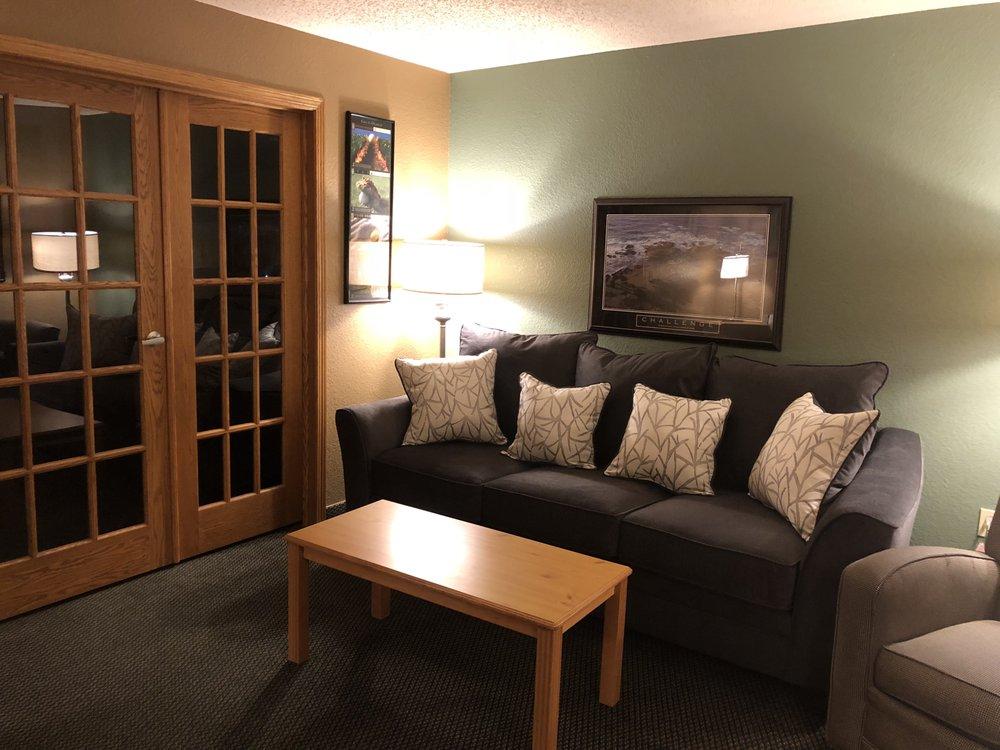 Boarders Inn & Suites: 515 1/2 W Water St, Fayette, IA