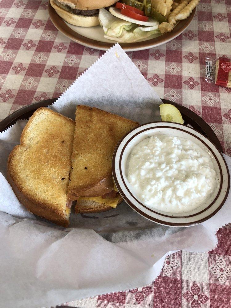Haigler Country Cafe: 106 W Nebraska Ave, Haigler, NE