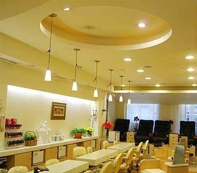 Venus nails closed 29 reviews nail salons 202 e for 42nd street salon