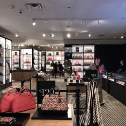 Coach outlet 68 photos 105 reviews accessories for Outlet del design