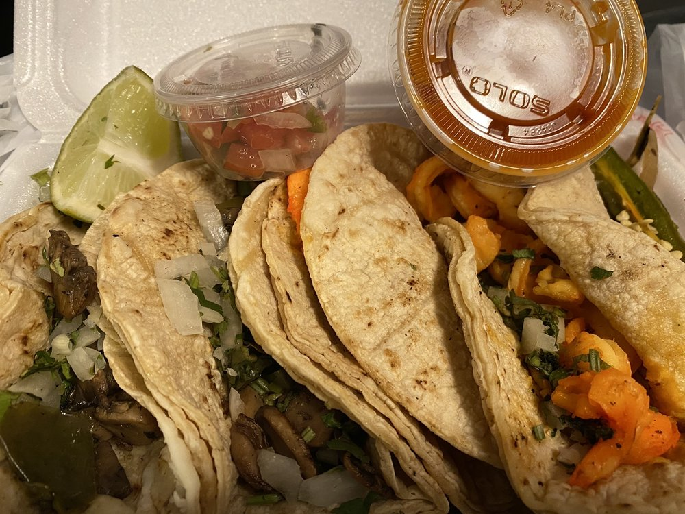 Food from El Taco Veloz