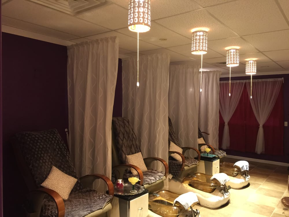 Gorgeous Nails and Spa: 226 N 4th St, Chillicothe, IL