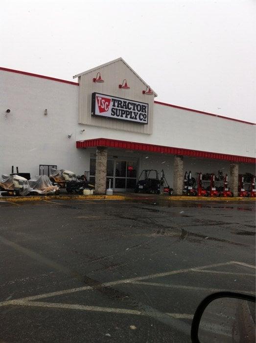 Tractor Supply Company: 1542 Roanoke St, Christiansburg, VA
